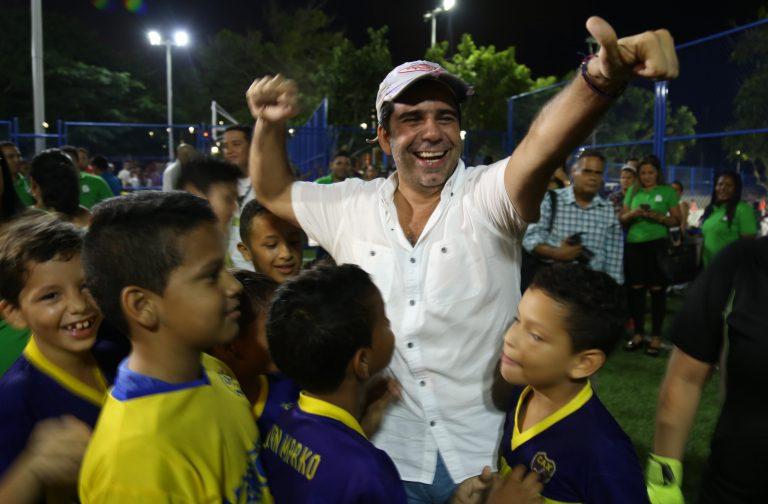 Alcalde Char y niños