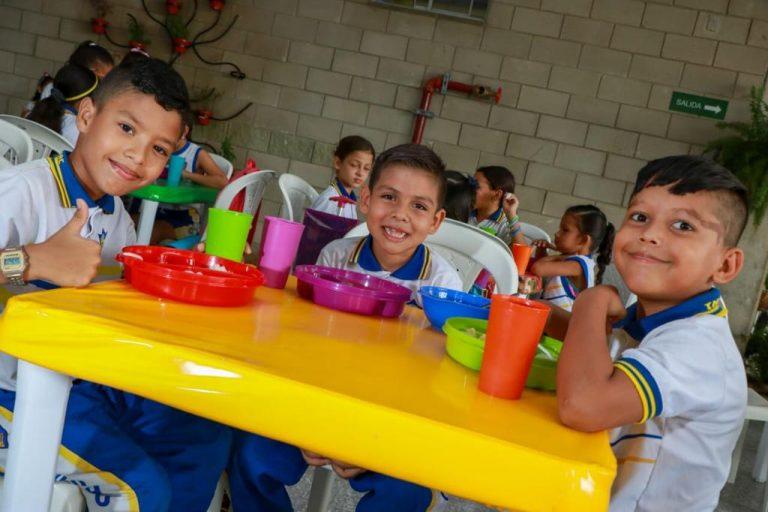 Resultado de imagen de 120.000 estudiantes se beneficiarán este 2020 con el Programa de Alimentación Escolar en Barranquilla