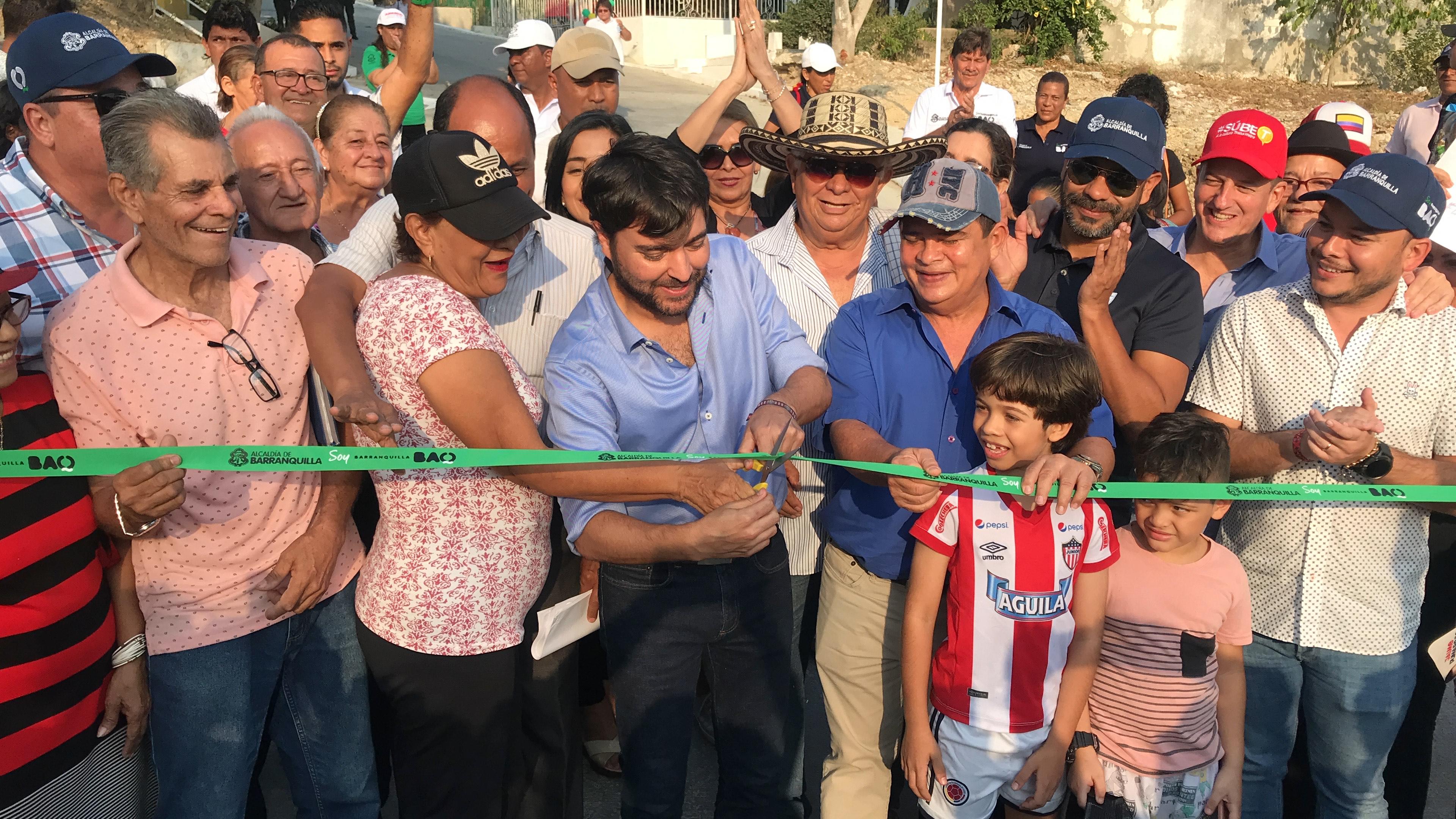 Resultado de imagen de Alcalde Jaime Pumarejo llegó a Las Terrazas para entregar nuevas vías pavimentadas